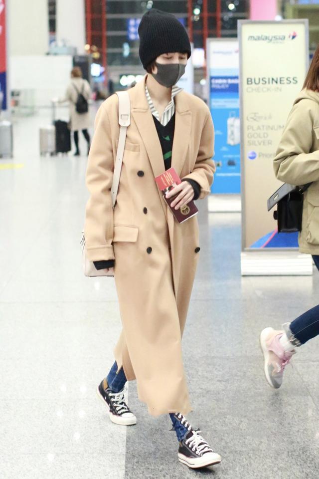 真正有品位的女人,穿大衣都不配打底裤,看看刘涛、袁泉就知道了-幽兰花香