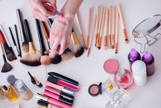 化妆步骤的先后顺序 七个步骤打造精致妆容-幽兰花香