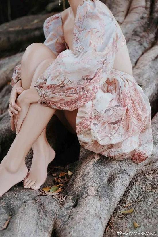 宋祖儿的花裙show,是心动的警告-幽兰花香
